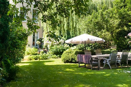 Private realm in glorious garden - Maarssen - Chatka