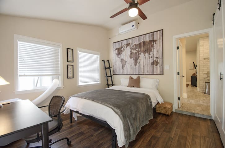 rear bedroom with another queen size mattress