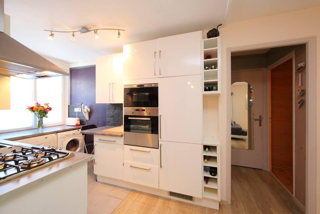 cuisine 4 plaques de cuisson, frigo congélateur, four