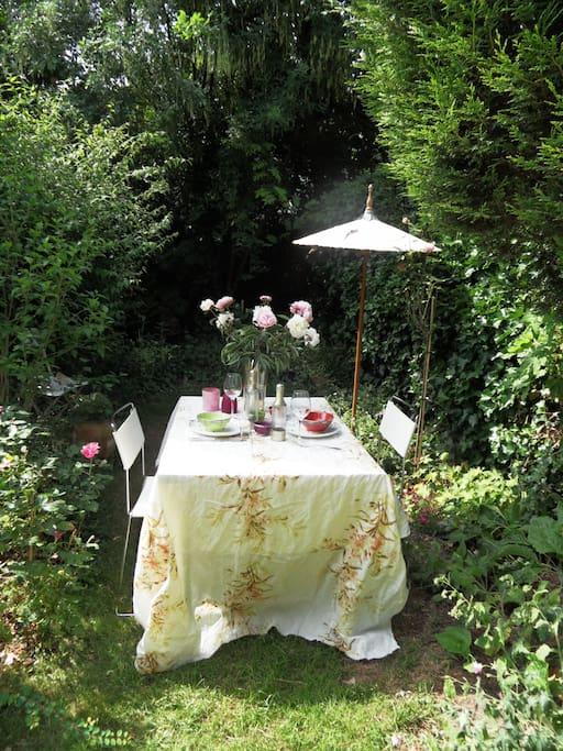 ontbijten in de achtertuin