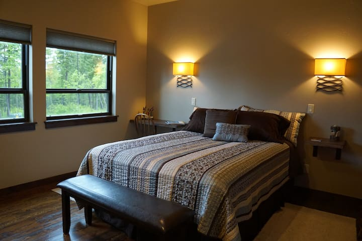 Bauer's Bower ~ A Private Guest Suite - Columbia Falls