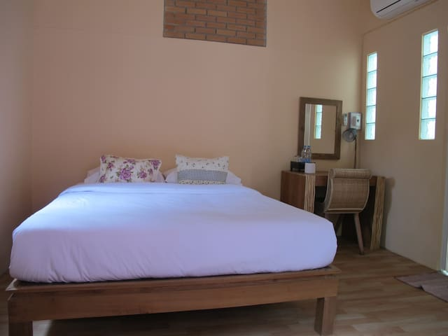 Fan & WiFi with Private bathroom_N4 - Mueang - Bed & Breakfast