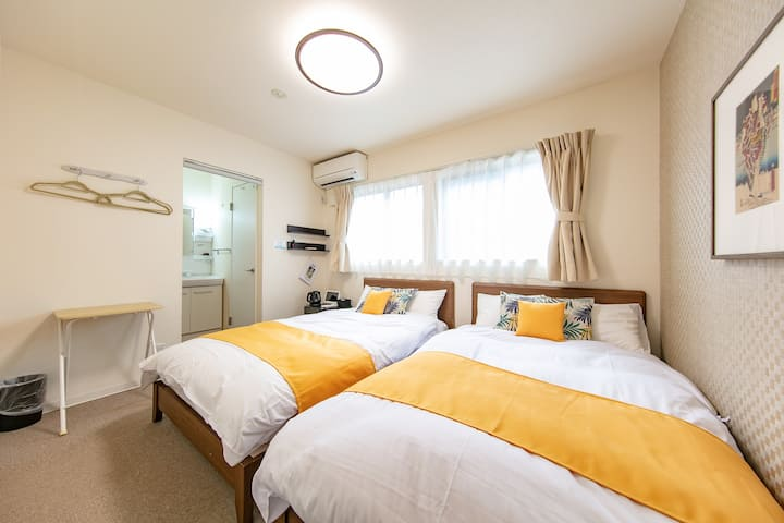 Sunny & Cozy Room, centrally located #104