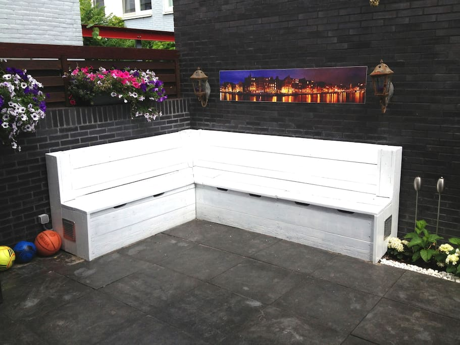 Garden / Terrace with beautiful flowers, electricity is available outside