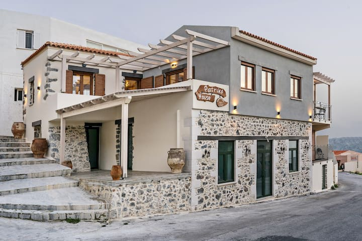 Traditional & Cozy house, only few km from sea