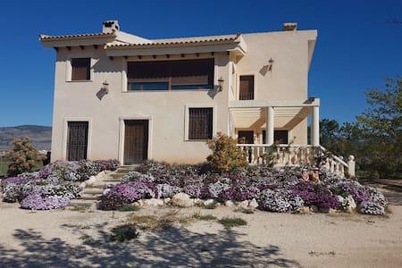 Casa campo en montaña interior Alicante 30' playa