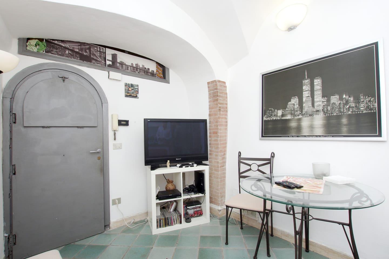 Campo De' Fiori-basement apart 2