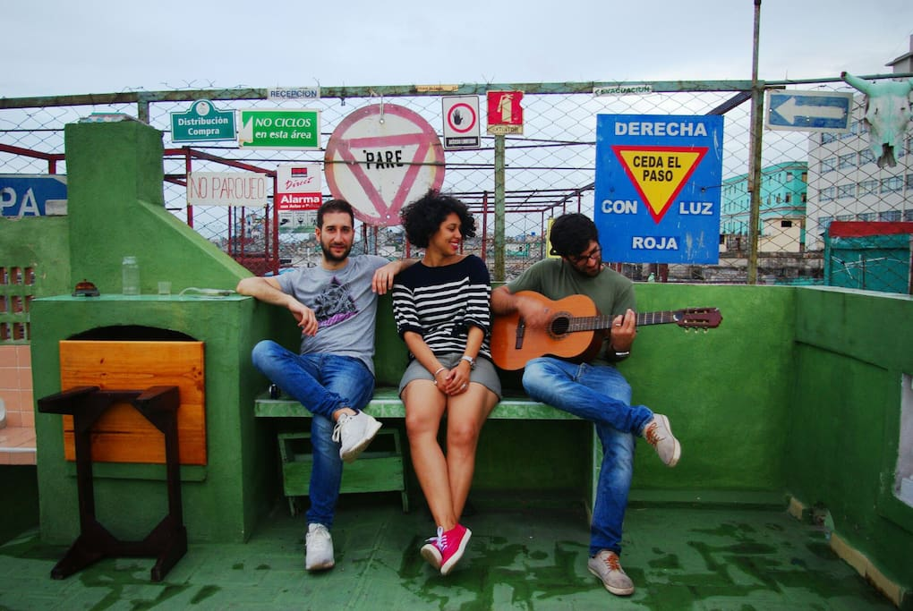 Antonello (Italia), Amanda (Francia) & Alex (Cuba)