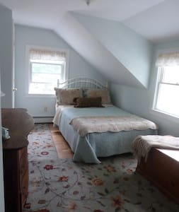 Cape Cod Sea Horse Full Bed Bourne Walk to Beach - Bourne - House