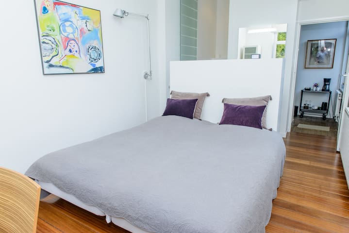 BnB Room + Wifi in Trendy Area Wyck