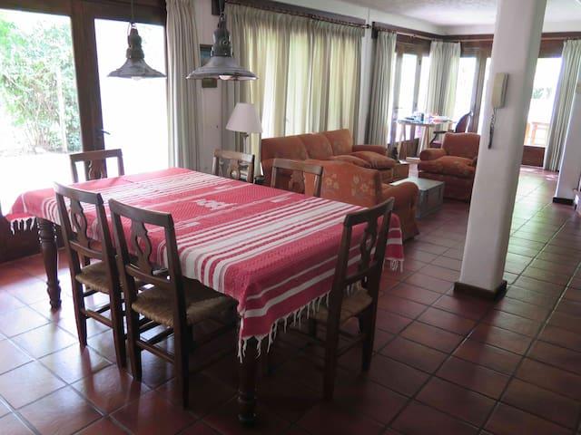 Habitación c/baño privado en zona residencial