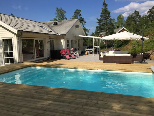 Fantastic house with pool in Stockholm - Boo - Villa