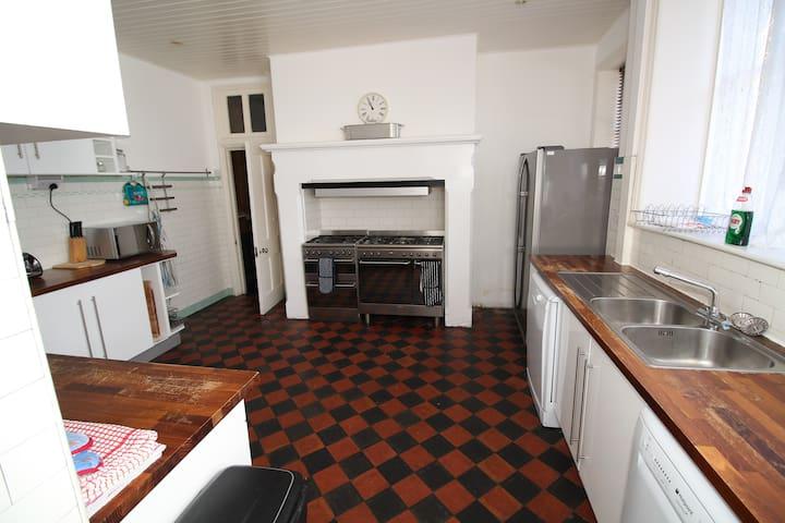 Individual rooms for rent. Price shown per room. - Llanfairfechan - House