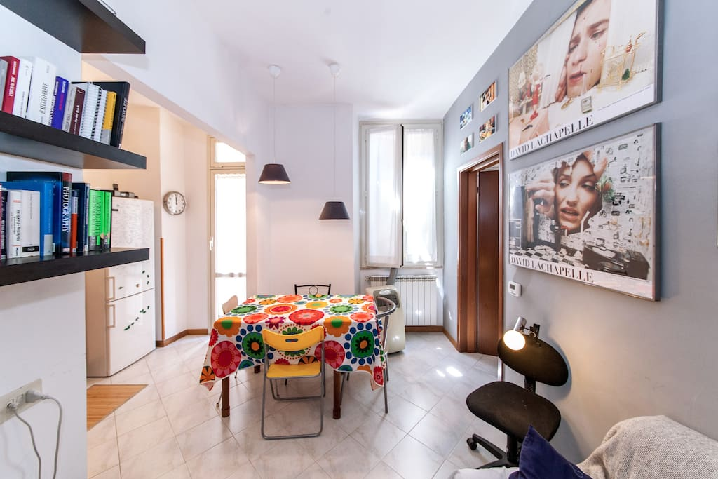 Private Room and Toilet in this colorful and cosy apartment minutes away from all main attractions