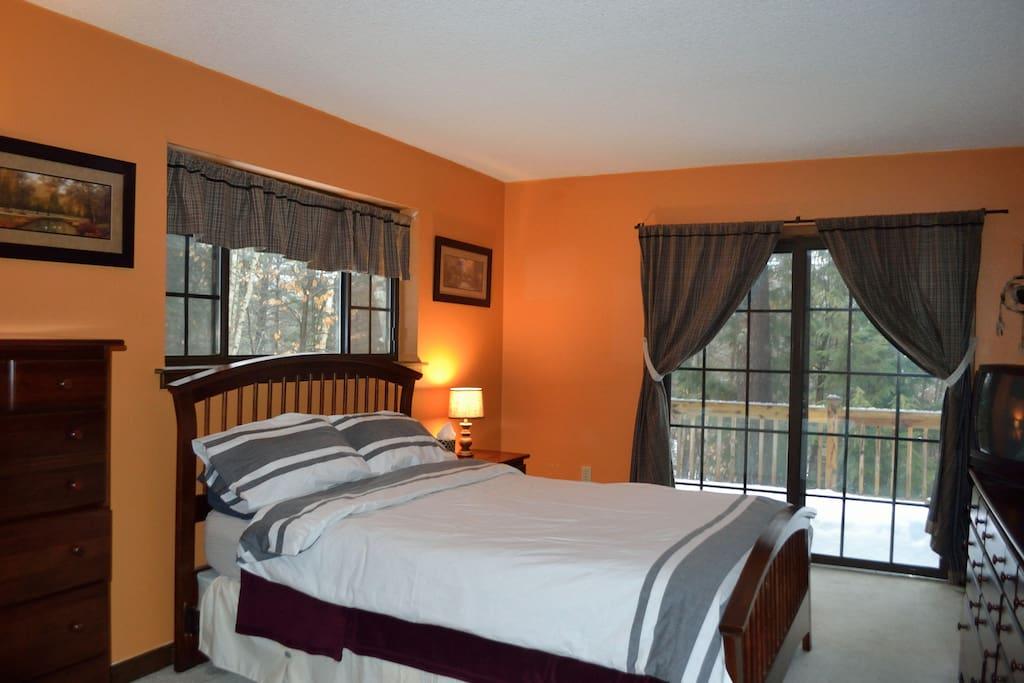 Master Bedroom (1 Q)