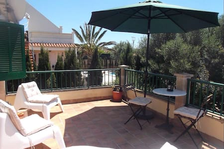 Casa Maarten y Glenn upstairs 1 Bedroom Apartment - Cala Llombards - 公寓