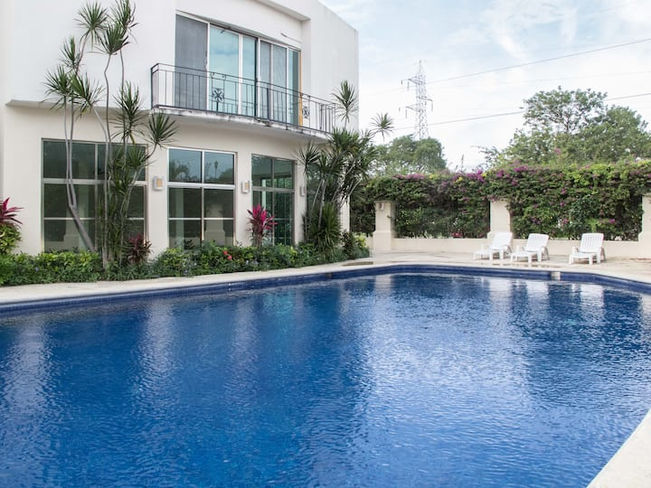 LUXURIOUS  PRIVATE HOME IN GATED COMUNITY
