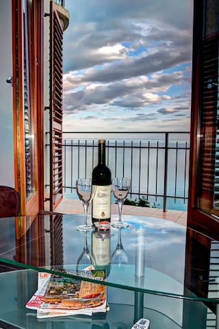1-bedroomAPARTMENT WITH  INCREDIBLE SEA VIEW!