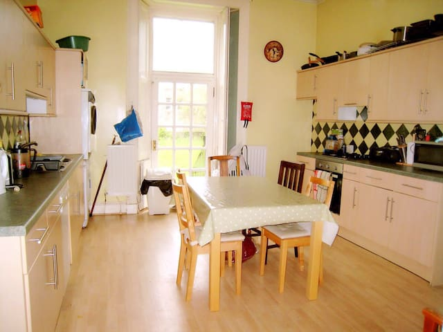 Spacious Room 2 by Holyrood Park For 2018 Festival