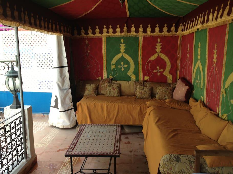 L'intérieur de la tente marocaine