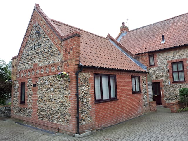 The  Wishing Well detached FCH annex Happisburgh