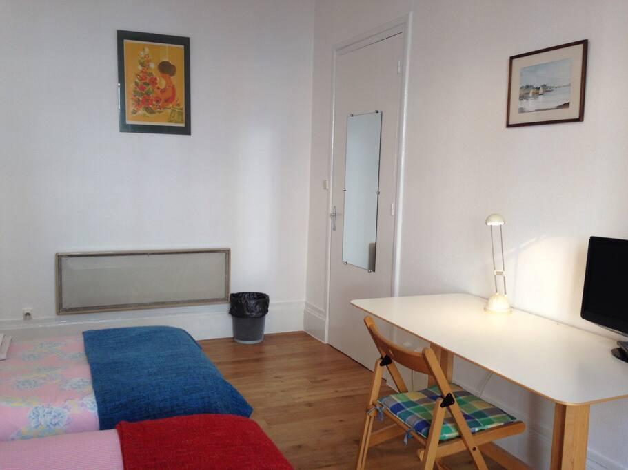 chambre 2pers proche gare part dieu chambres d 39 h tes louer lyon rh ne alpes france. Black Bedroom Furniture Sets. Home Design Ideas