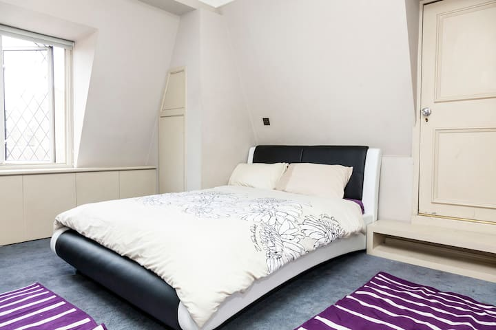 Double room with free internet. - London - Hus