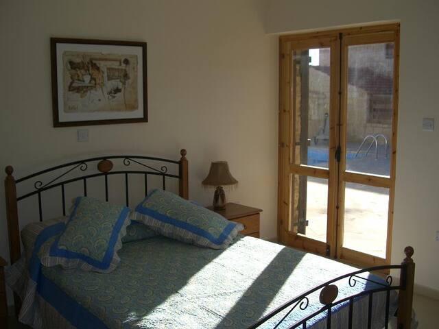 4 bedroom Villa with pool (Estian) - Pachna - Casa de camp
