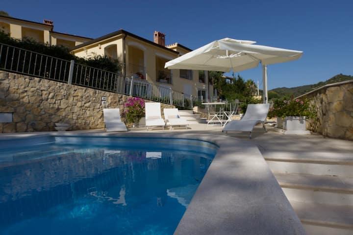 Tolles Haus, elegant eingerichtet, super Lage&Pool