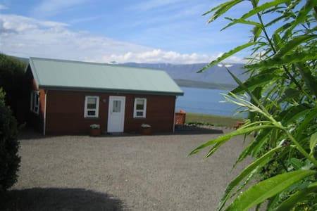 Friendly cottage with great view - Akureyri