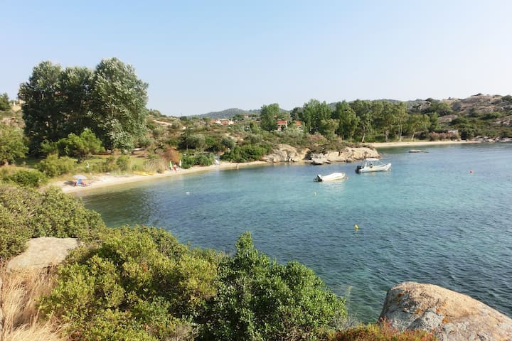 Peaceful romantic seaside villa for a big family