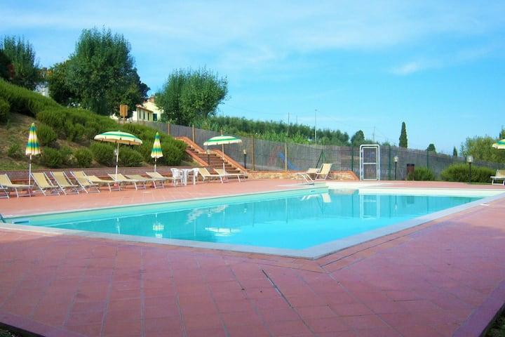Ferme en pierre à Gambassi Terme-Fi avec piscine