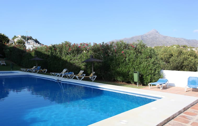 PRETTY PUEBLO TOWNHOUSE  - Marbella - Bed & Breakfast