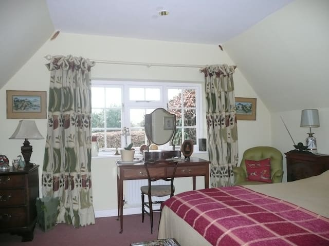 Thatched B and B - yellow single - Marlborough - Bed & Breakfast