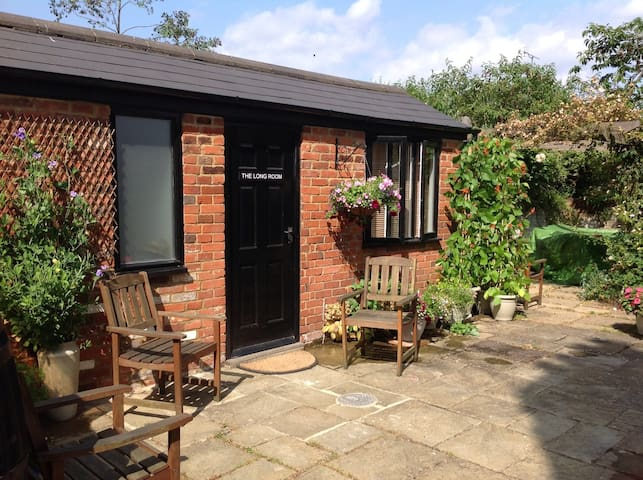 Self-contained cabin - Sunningdale