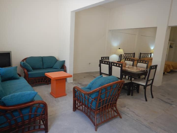 Suite 2 Plaza Cortéz