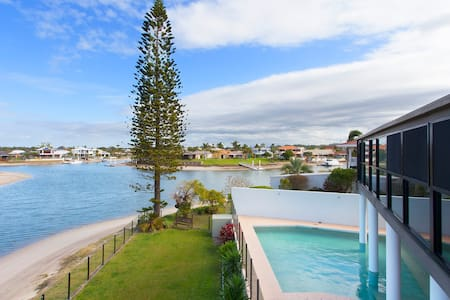 Waterfront coastal perfect stay. - Mooloolaba - Bed & Breakfast