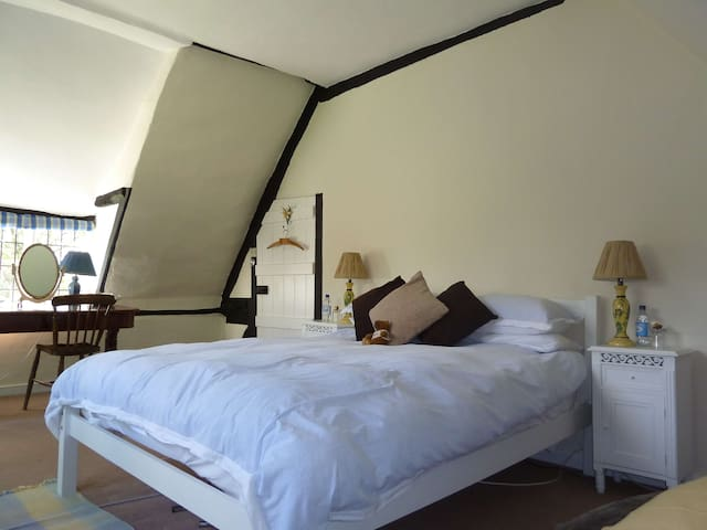 Wiltshire 15th Century BnB - double - Marlborough - Bed & Breakfast