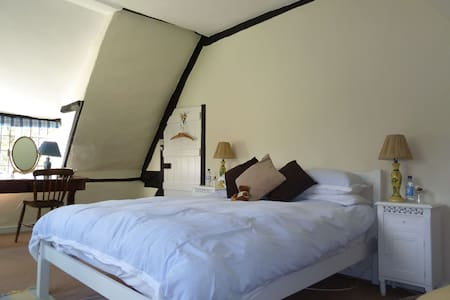 Wiltshire 15th Century BnB - double - Marlborough