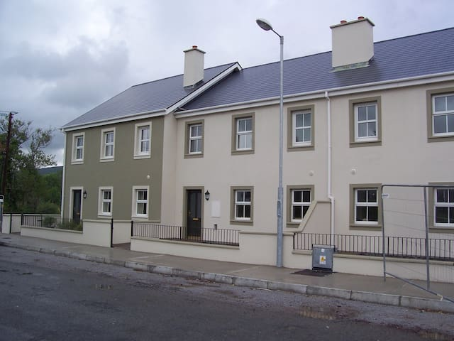 Sneem Village centre - Sneem - House