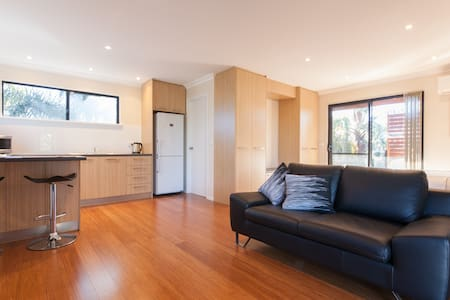 Lily's Cove, close to  Freo & Perth - Apartment