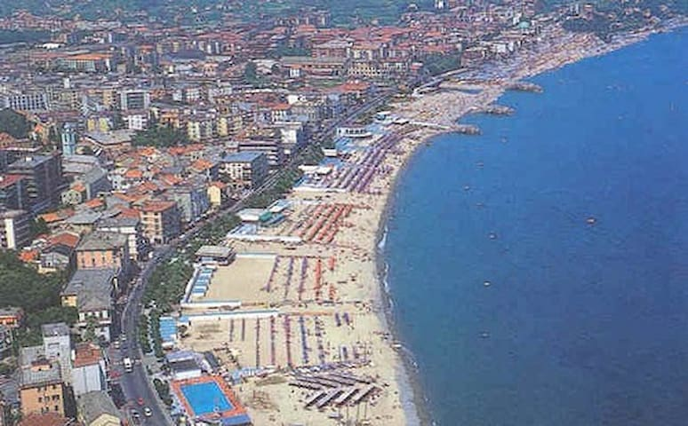 Comfy Apartment - walk to the beach - Albisola Superiore