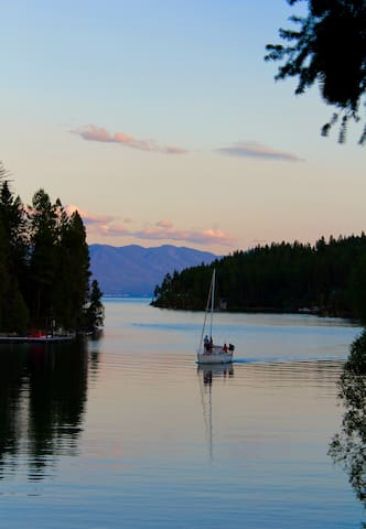 Flathead Lake Retreat ~ Hot Tub on Serene Bay - Lakeside - Dům
