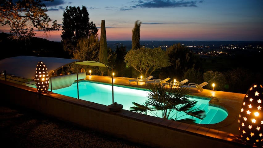 Villa. Heated pool & vineyard view!