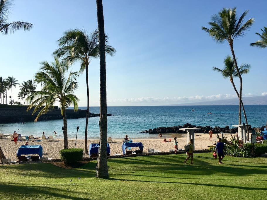 The Owner's Beach Club, one of the best reasons to choose Mauna Lani over Waikoloa Resort.