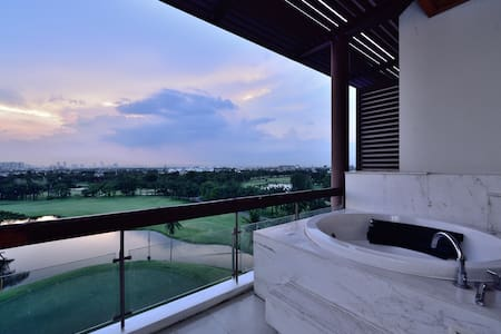 1BR Sky Suite @ Summit Windmill - Bangkok