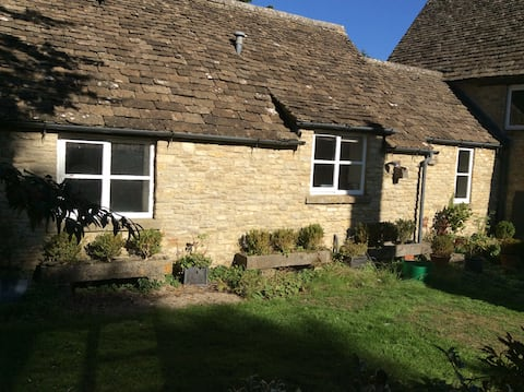 Idyllic flat on a working farm in the Cotswolds