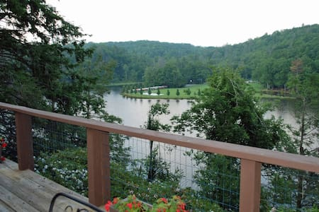 A Lakeside Retreat at Linville Land Harbor - Linville - Haus