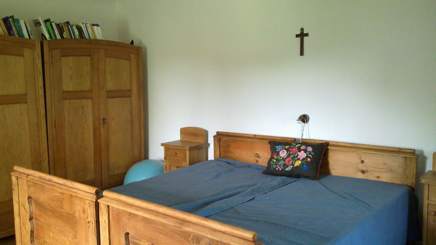 Room near Pécs for a  longer term - Kozármisleny - Casa