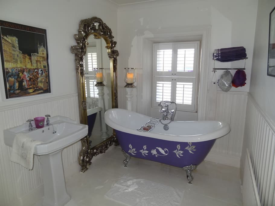 Large Bathroom with Bath & Instant Shower